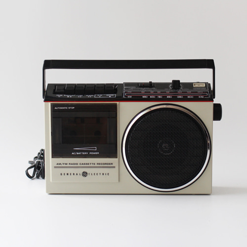 vintage GE cassette player radio #03