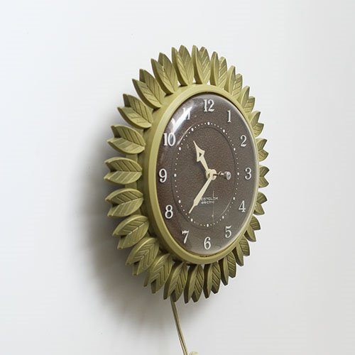 Vintage Westclox avocado green clock