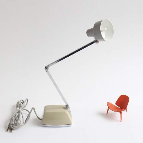 vintage beige desk lamp #02