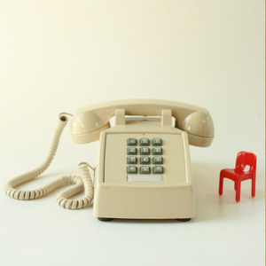 beige button phone (재입고)