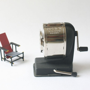 vintage pencil sharpener (BLACK)